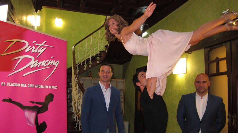 Eva Conde y Christian Sánchez, junto a los responsables de Divertia, en la presentación de «Dirty Dancing»