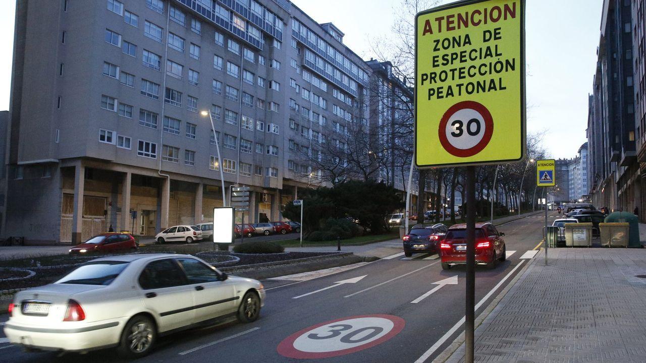 A 30 POR HORA Muchas calles de las ciudades ya están limitadas a 30 kilómetros por hora, como esta de Los Rosales, en A Coruña
