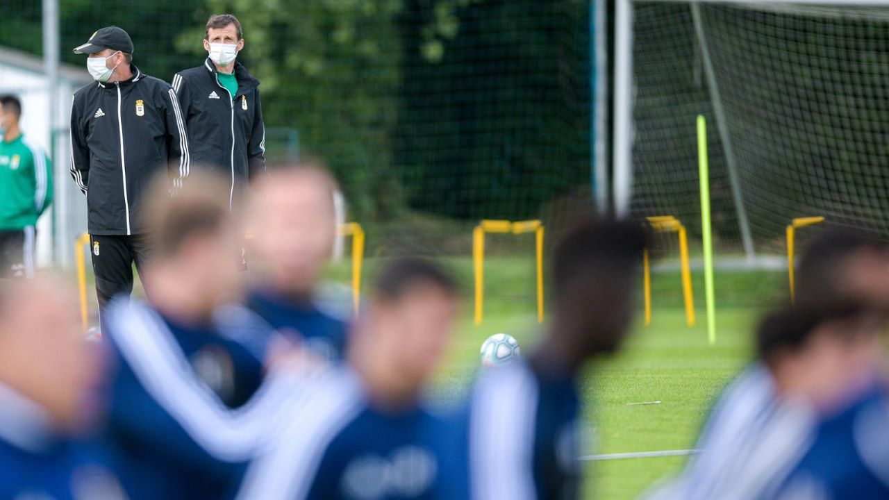 Luismi Real Oviedo Mirandes Carlos Tartiere.Ziganda y Arostegi, durante un entrenamiento en El Requexón