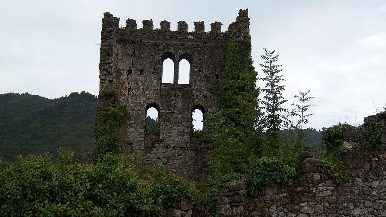 Arranca el Serán´01 en la Ciudad de la Cultura.Torre del castilo de Soto de Aller