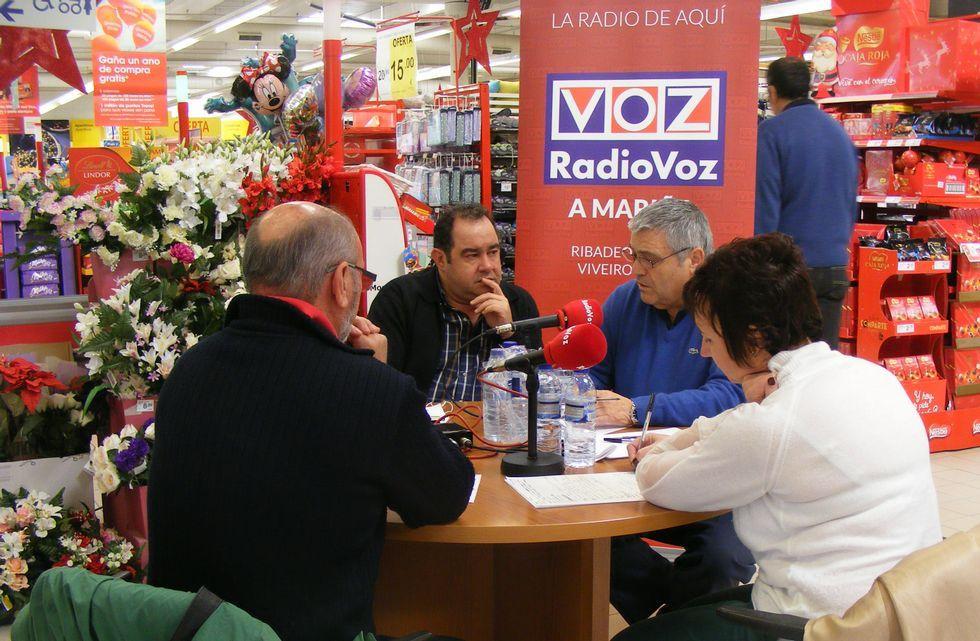 Imagen de Eroski en Ribadeo donde cada lunes Radio Voz A Mariña celebra un interesante debate.