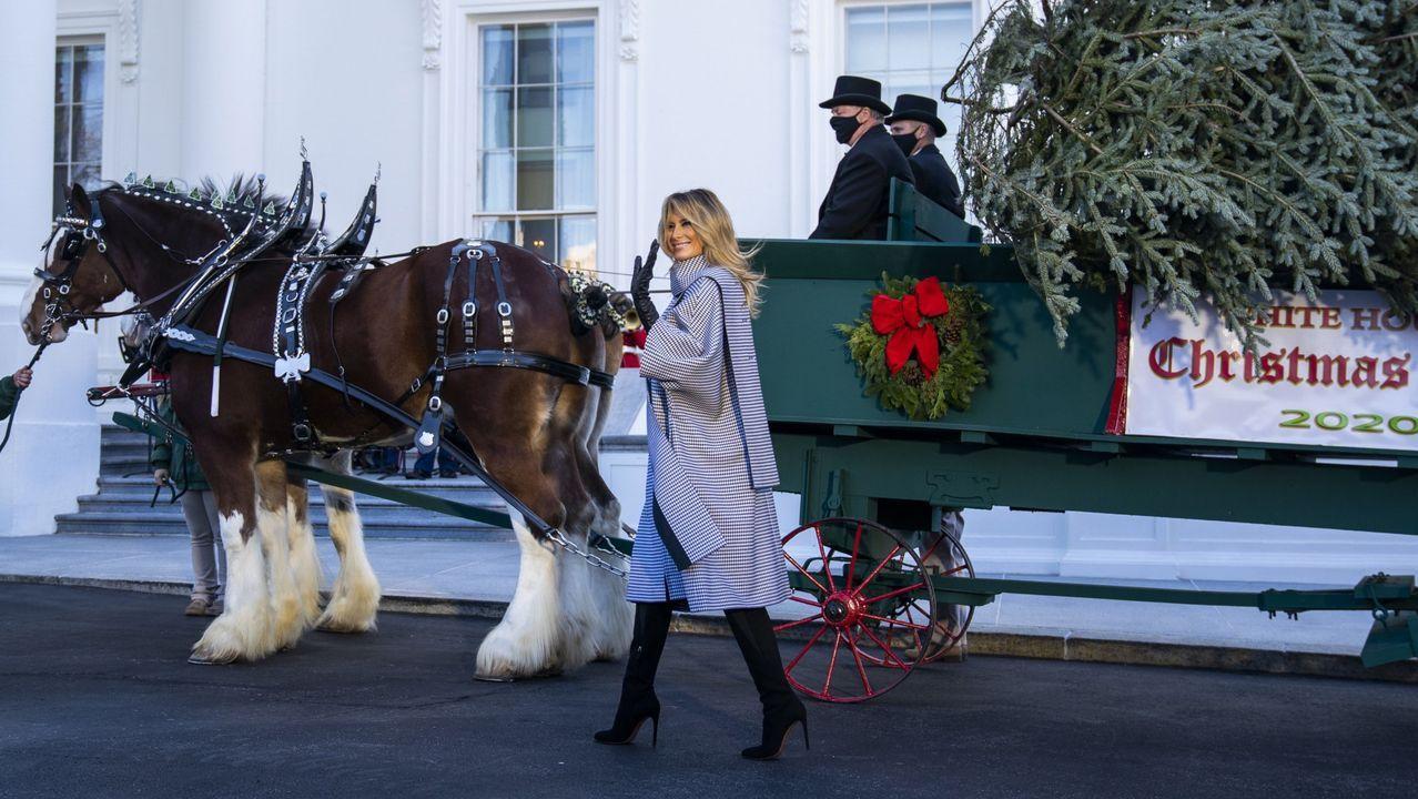 Las últimas Navidades.Melania Trump preparando la decoración navideña de la Casa Blanca de este año.