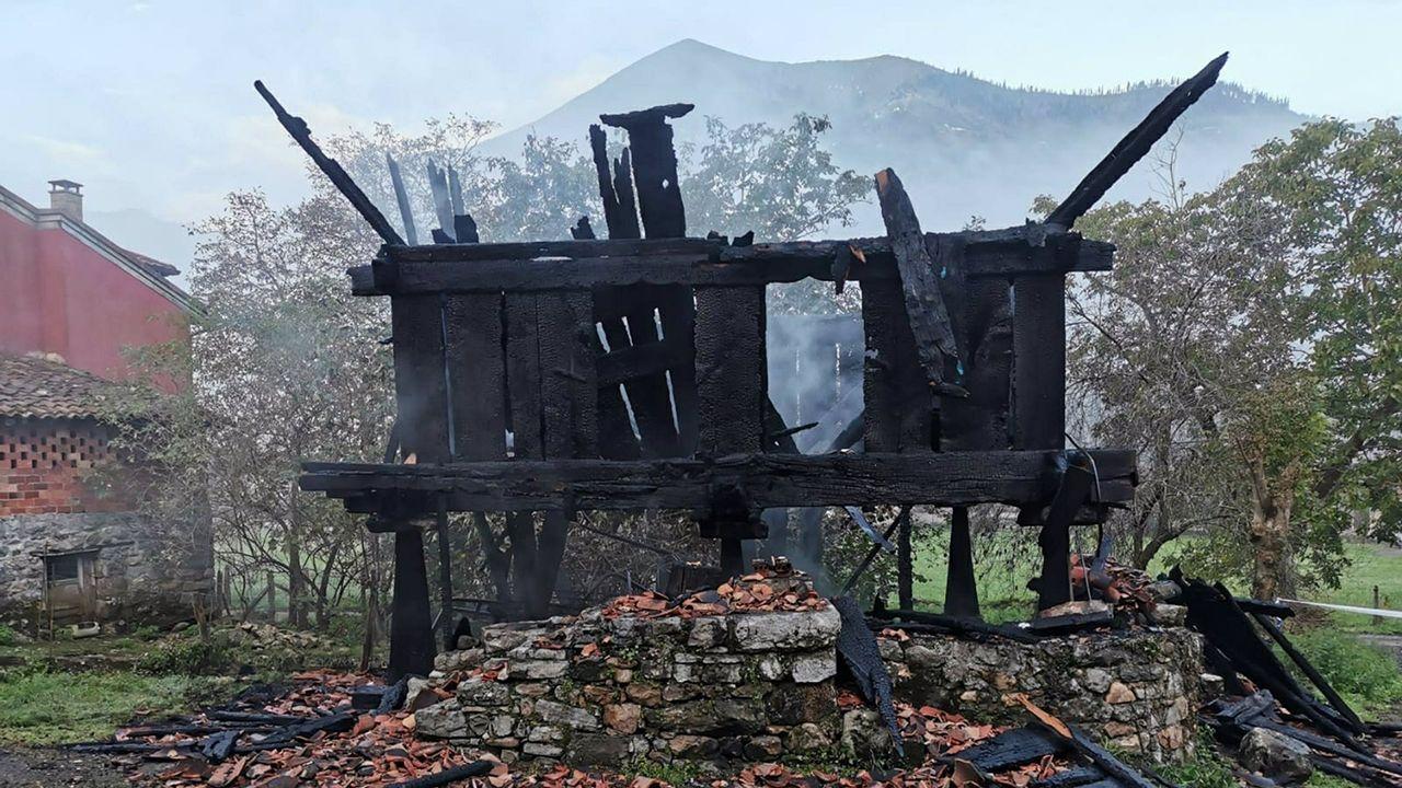 Incendio provocado en un hórreo en Cangas de Onís