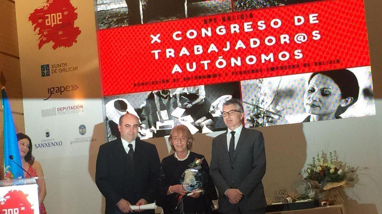 PSA prueba el coche del futuro en O Porriño.Juan Cividanes, director del Igape