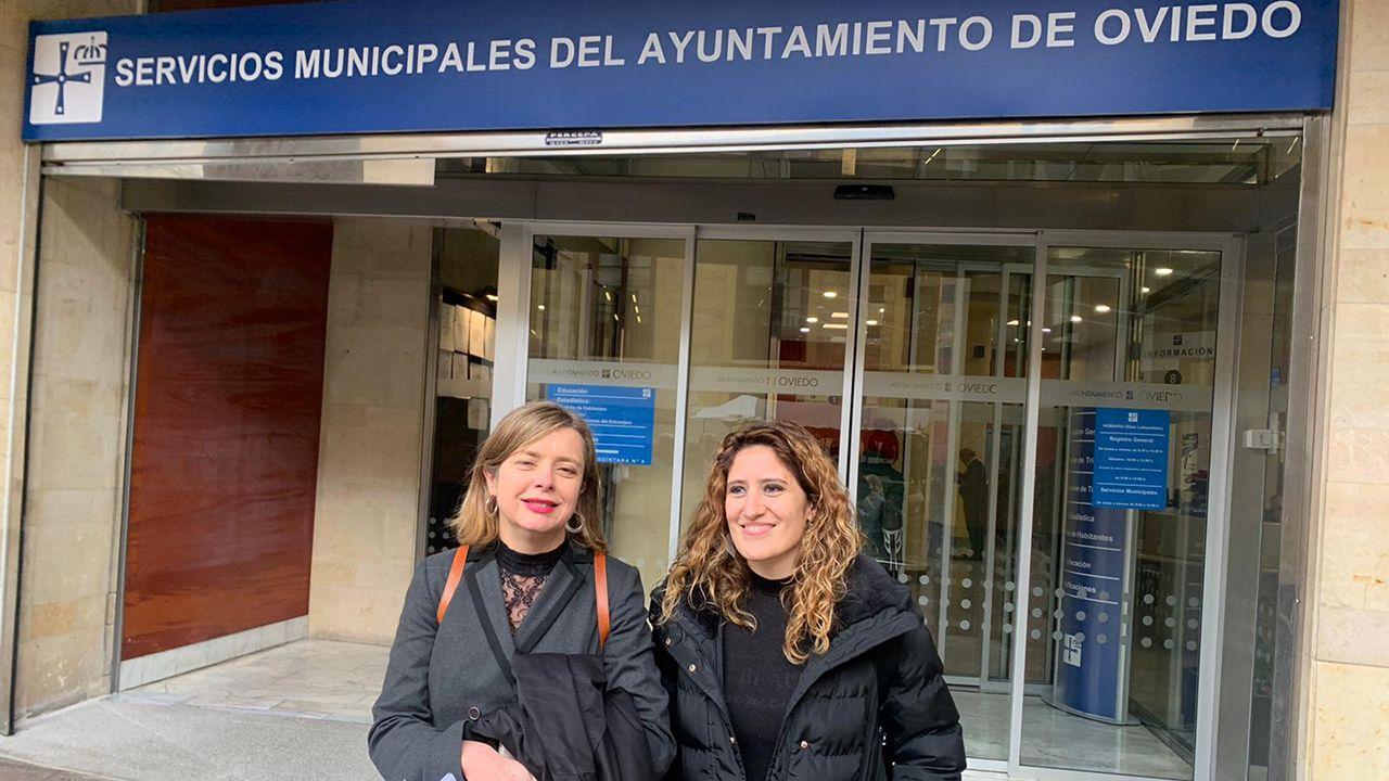 | EFE.Las concejalas de Somos Ana Taboada y Anabel Santiago