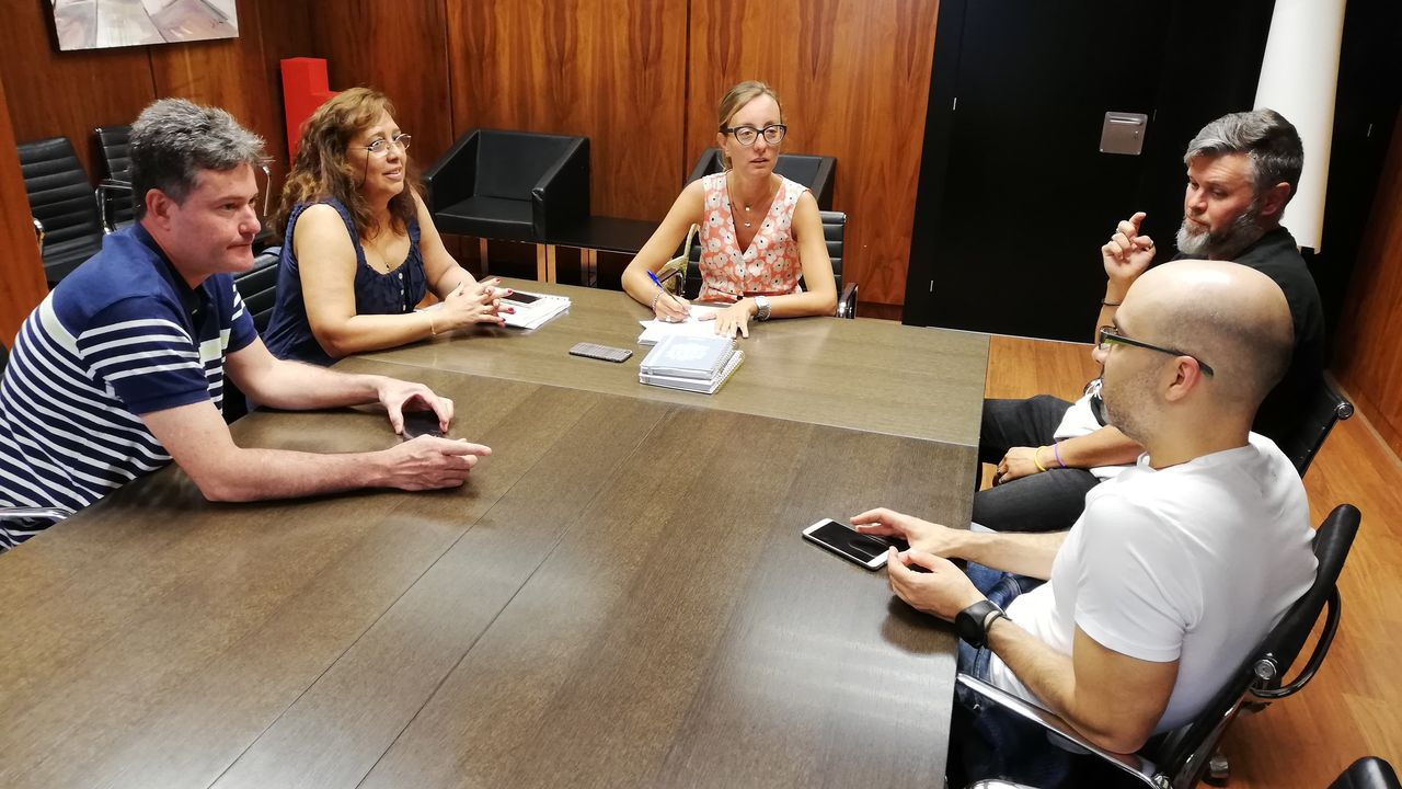 maria pita.El presidente del Gobierno en funciones, Pedro Sánchez, el jueves, antes de un reunión con representantes de asociaciones a favor de la igualdad de género