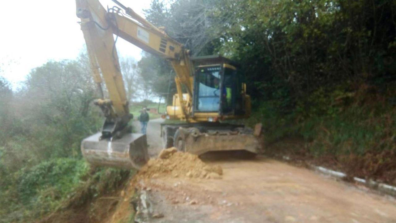 El Ayuntamiento comienza a reparar los hundimientos del camino de Villapérez, en Oviedo