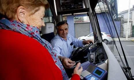 La presentación de la tarjeta puede suponer un ahorro de 600 euros anuales en transporte.