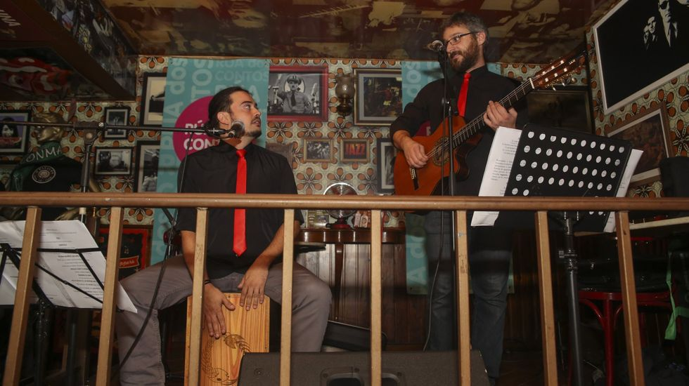 Bandera de Asturias.Carta de Ajuste ofrece un concierto en Porta Miñá