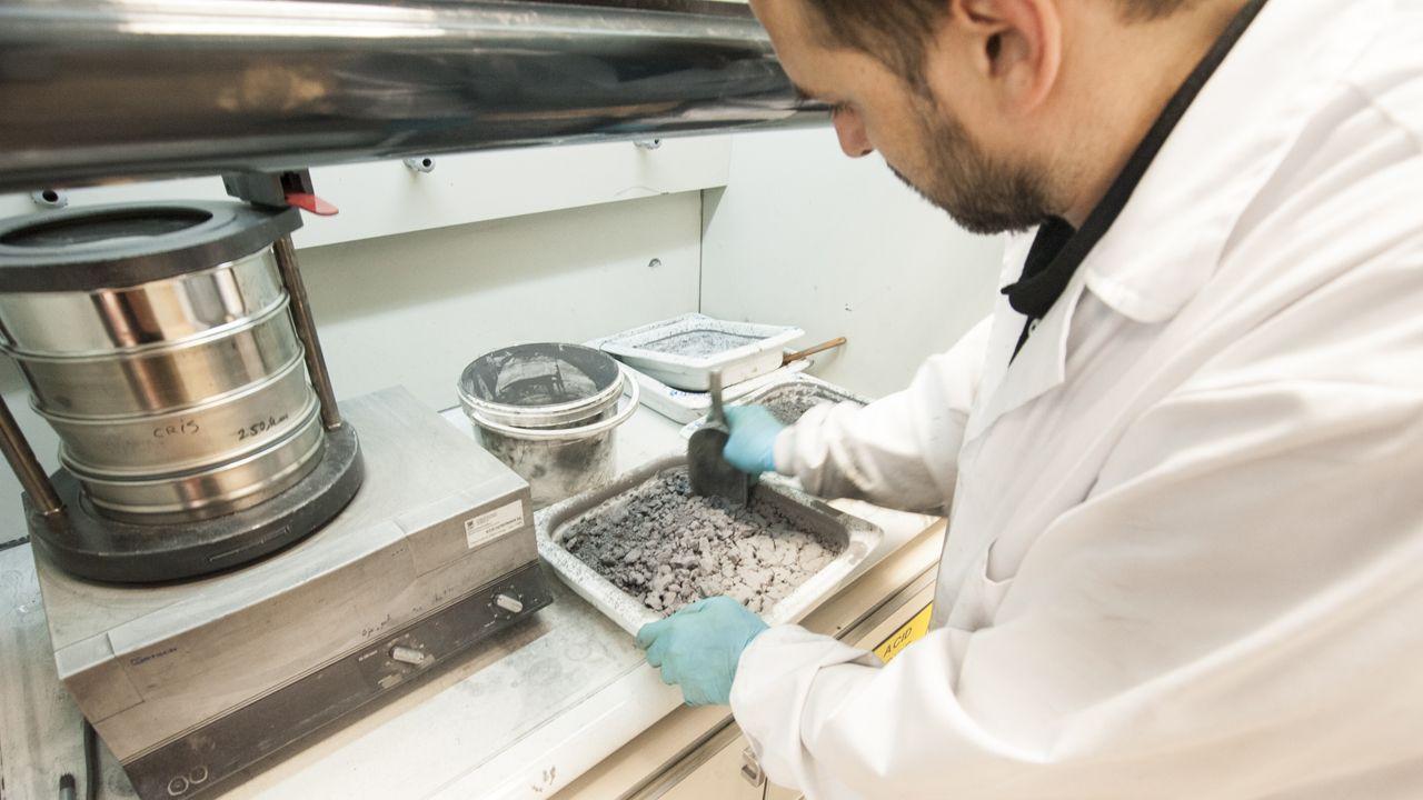 Villa Magdalena.Preparación del material para obtener nanocompuestos cerámicos creados por el CSIC para mejorar la precisión de los datos obtenidos por satélite