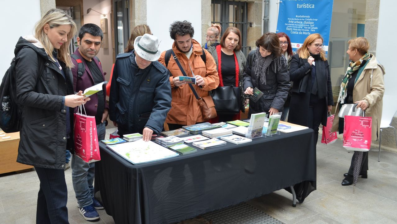 José Bastón posa en su taller de la rúa Salvadas. «A xente me di que sempre teño boa cara, que nunca me ve enfadado. É unha forma de ser», defiende