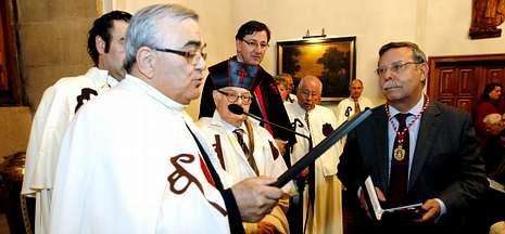 Protesta contra la alta tensión en Arbo.José Folgado (derecha) recibió la medalla de oro de la Orden del Camino de Santiago.
