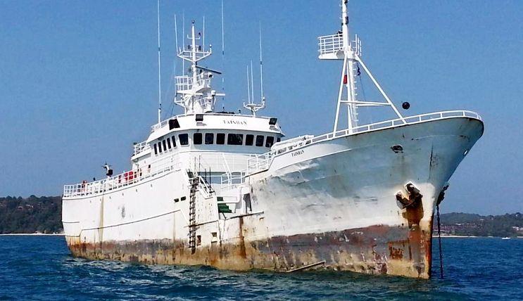 Así se hundió el «Thunder».El «Kunlun», ahora «Taishan», fondeado en aguas de Phuket.