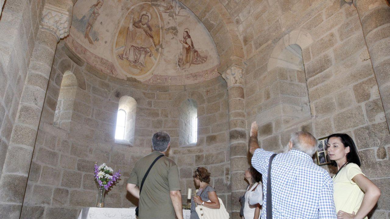 supremo.Una visita guiada a la iglesia románica de San Miguel de Eiré, en Pantón, que también figura en las rutas de este año