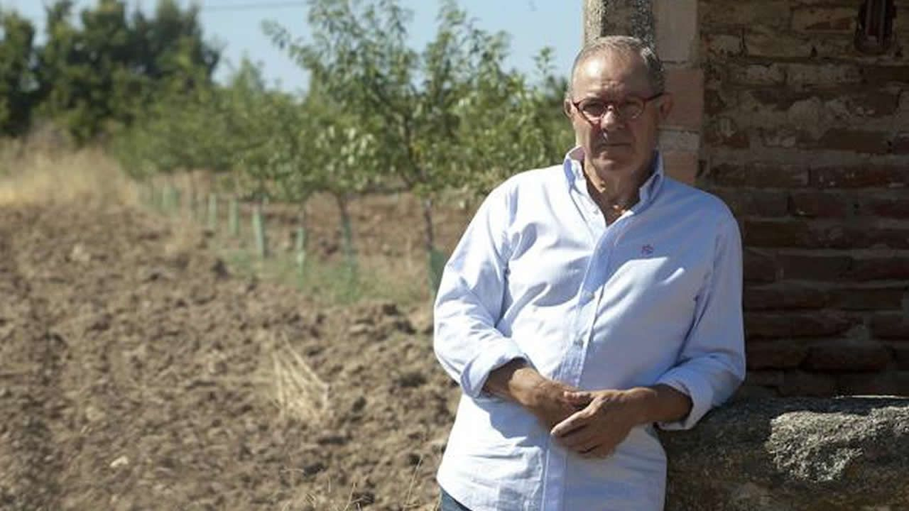José Ángel de la Casa, la voz del fútbol, explica su párkinson en un documental.Samantha Vallejo-Nájera, Pepe Rodríguez y Jordi Cruz