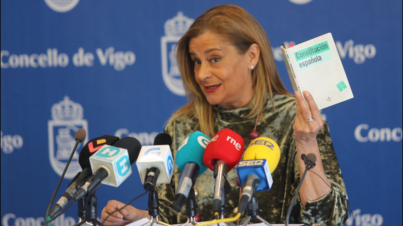 Carmela Silva no irá al pleno en el que el PP pide su dimisión por el enchufe de su cuñada.Carme Forcadell, expresidente de la Cámara autonómica y de la ANC