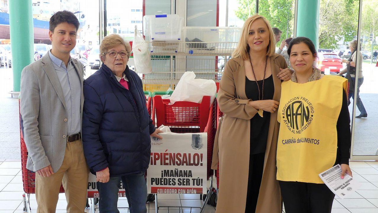 La PAH paraliza un desahucio en Oviedo.Movilización contra el desahucio de Aurelia Rey, en el 2013, en A Coruña