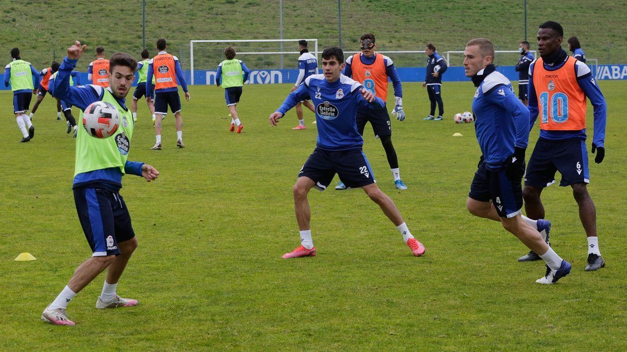 Rayco, Villares y Bergantiños, junto a Agbo en un entrenamiento