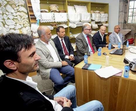 Mira, Becerra, Celso Collazo (sobrino), Antelo, Reigosa y Caño, ayer, en la mesa redonda.