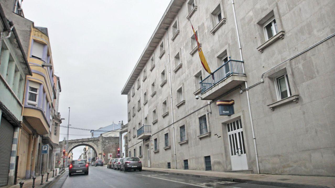 La primera «filmersión» se rueda en Baleira.Exterior de la Comisaría de Lugo