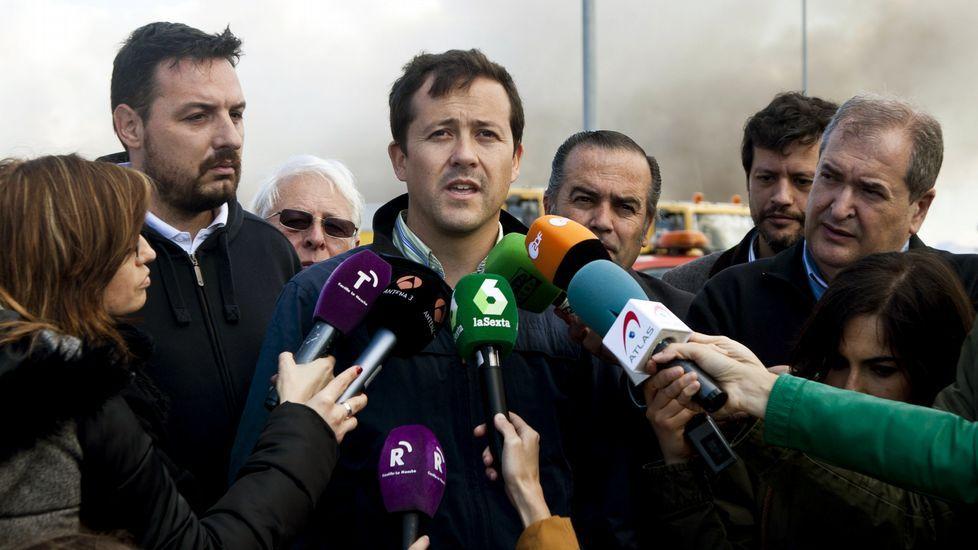 Feijoo: <span lang= gl >«Nas Mareas manda Pablo Iglesias. Punto»</span>.Fernández, Cospedal y López Ares