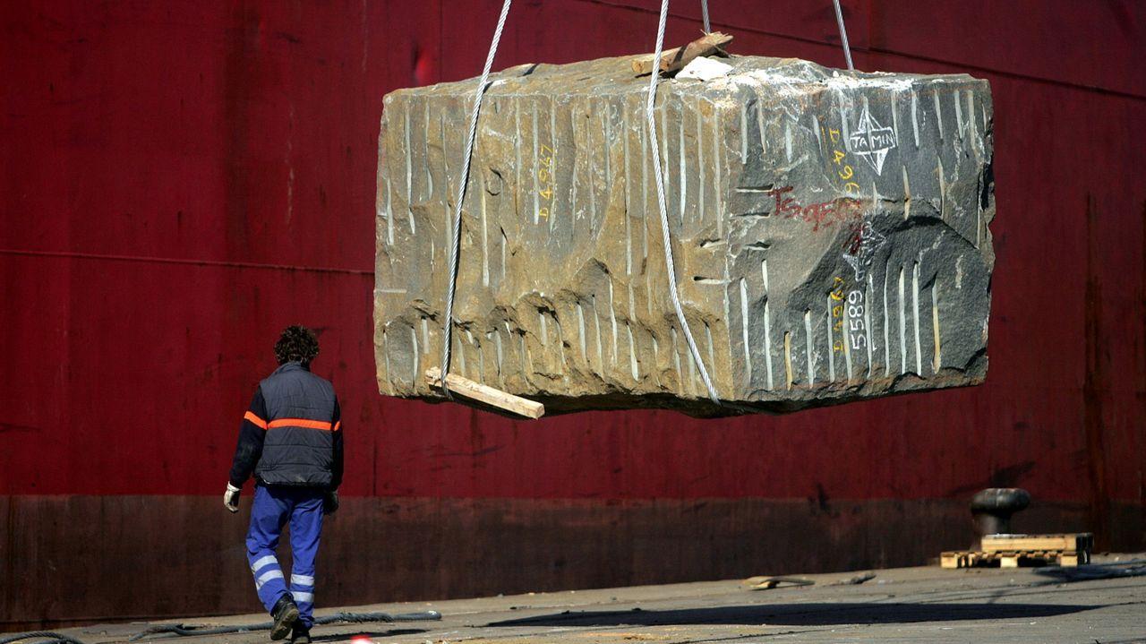 Concentración en los puertos de Cambados y A Illa en contra de la nueva normativa europea de geolocalización.La unidad de reanimación del Chop, hace tres meses, cuando atendía a pacientes covid