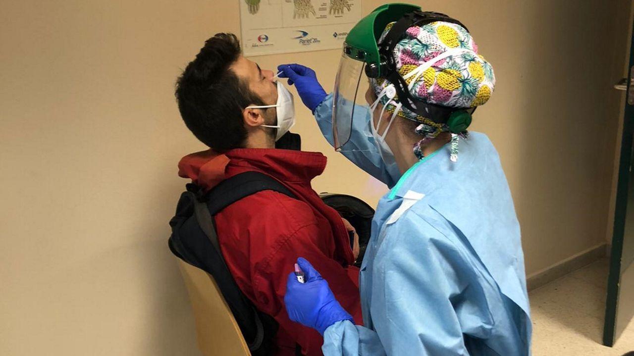 Cerca de 4.200 trabajadores de la comarca participaron en el cribado realizado esta semana en el hospital de Barbanza.