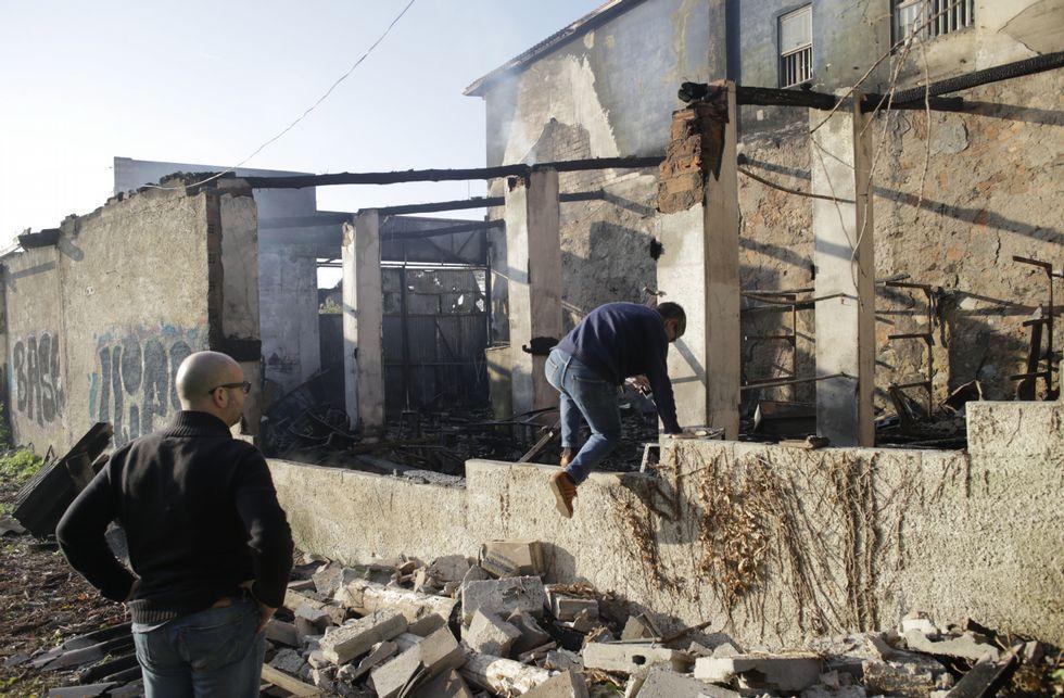 Las llamas arrasaron el interior de las instalaciones y causaron graves daños en el exterior.