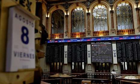 Pantallas informativas de la Bolsa de Madrid durante la mañana de ayer.