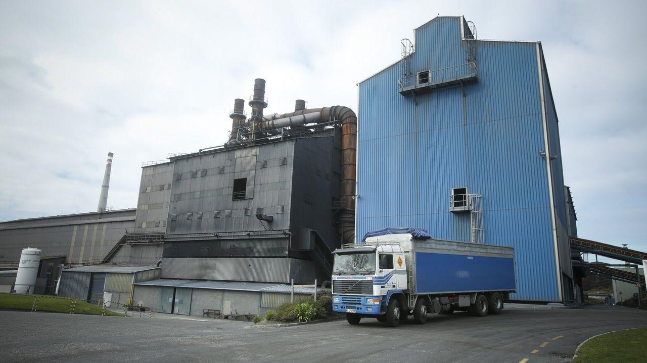 Los trabajadores de Vulcano, encerrados en la autoridad portuaria de Vigo.José Manuel Zapico y Damián Manzano