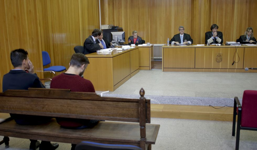 Los dos agentes declararon ayer en la Audiencia Provincial.