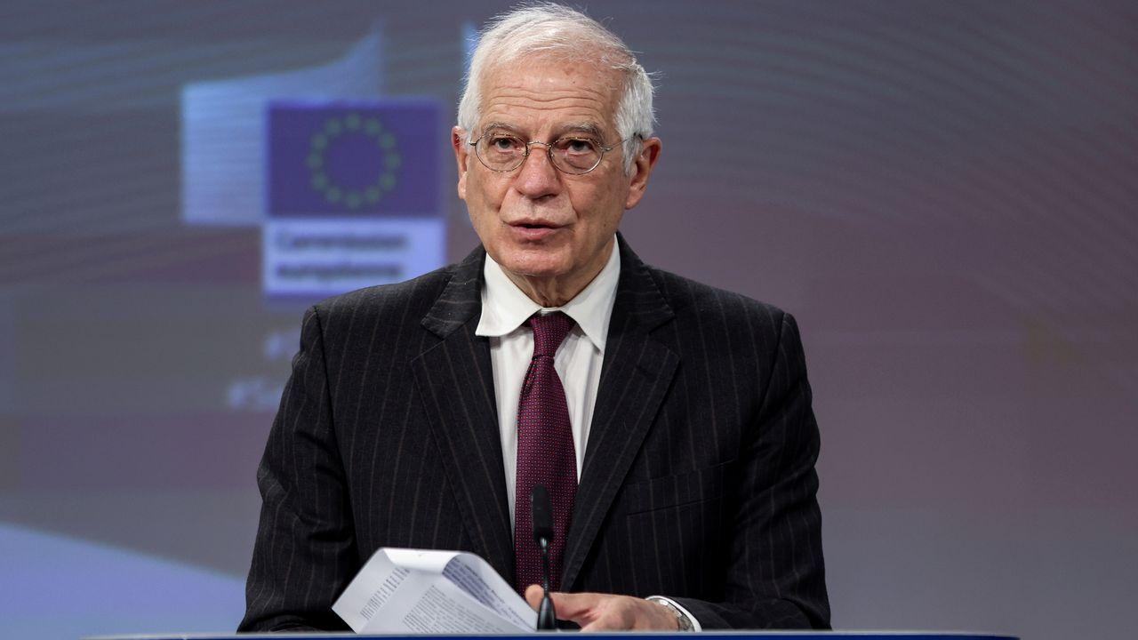 Iceta e Illa, en la toma de posesión del primero el día que el segundo abandonó el Gobierno.Josep Borrell
