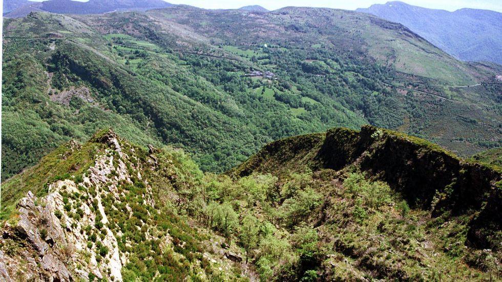 Las labores mineras de la época romana en A Toca dejaron un gran surco abierto en el suelo