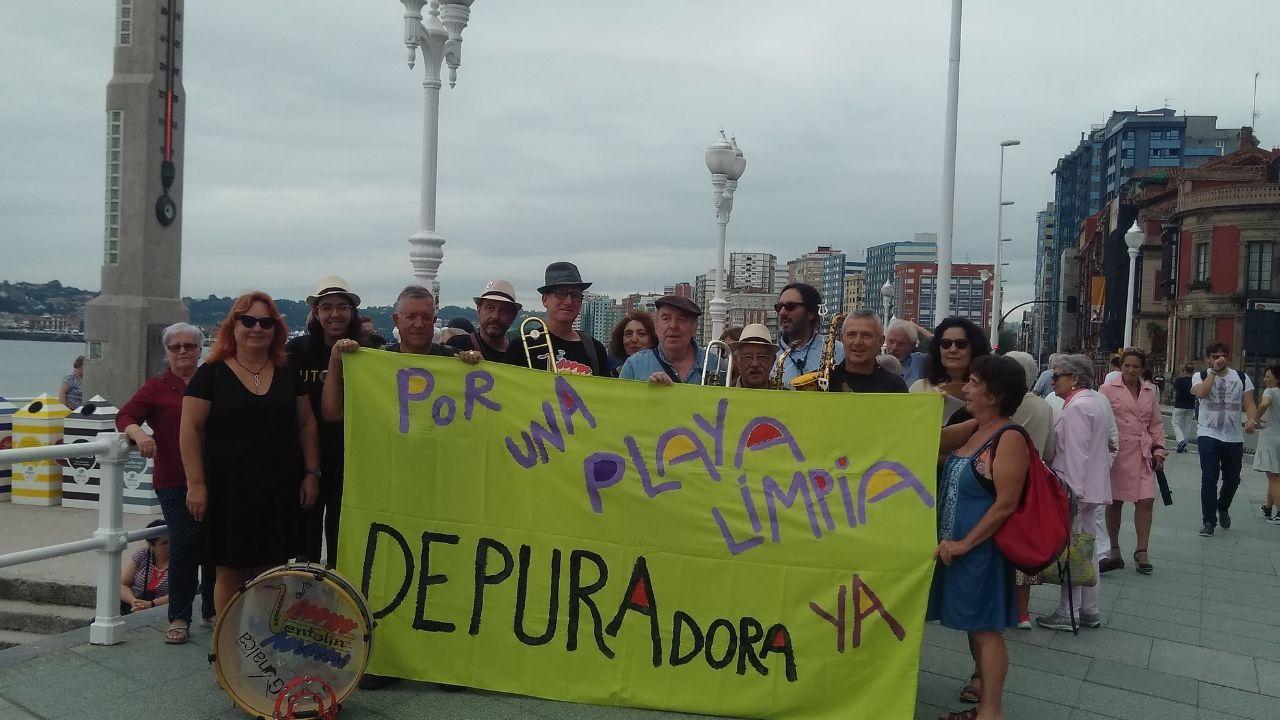 En 2018, en la protesta por la contaminación de la playa de San Lorenzo