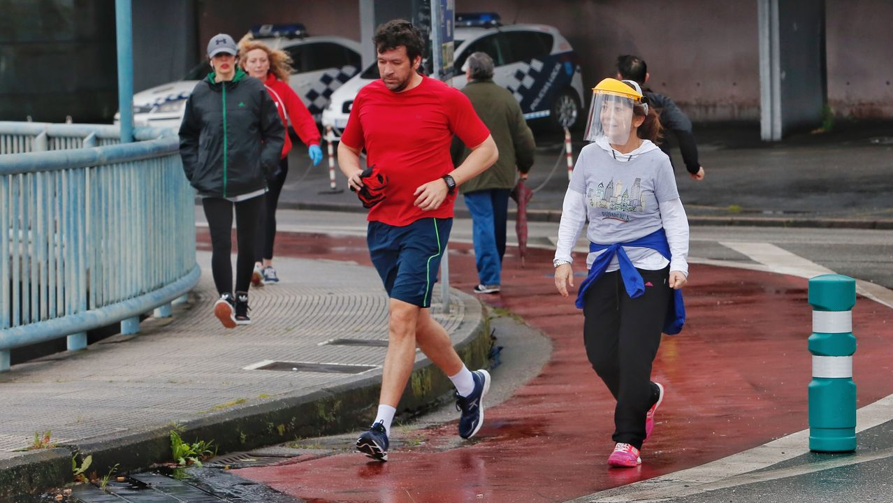 Gente caminando o corriendo por Pontevedra
