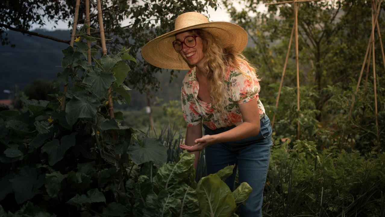Iria do Castelo enseña los primeros frutos de su huerto