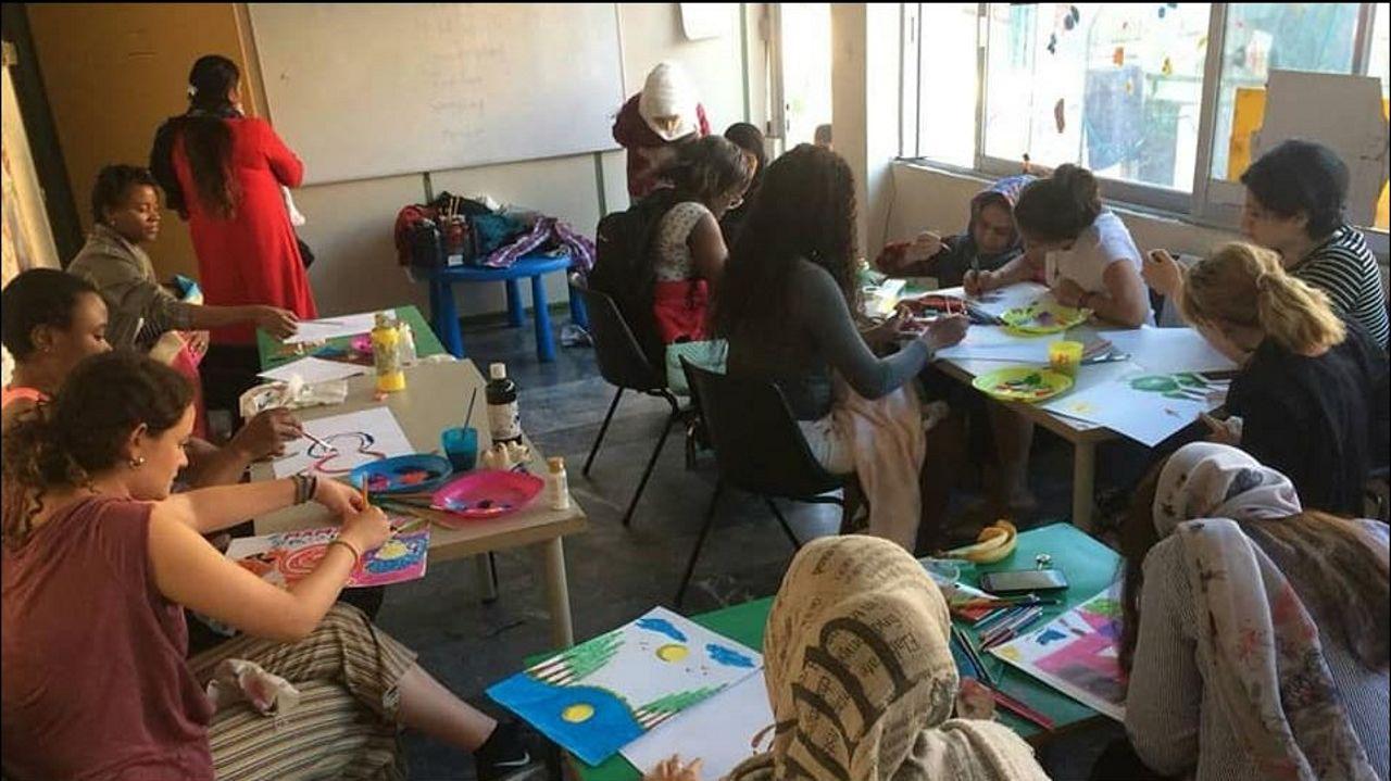 La oenegé Aire llevando a cabo su proyecto del centro de maternidad Elna en Atenas