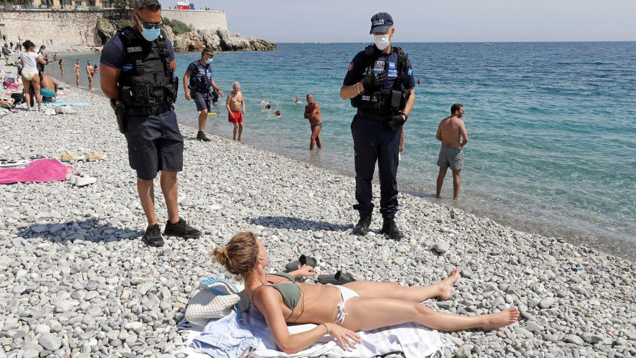Francia ha reabierto sus playas, bajo restricciones de seguridad. En la imagen, una de las playas de Niza