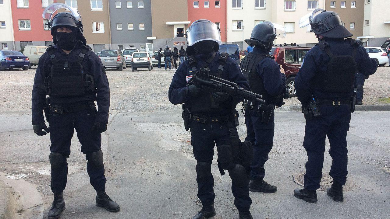 Nuevo ataque terrorista en París.Gran despliegue de prensa a la entrada del Palacio de Justicia en Bruselas