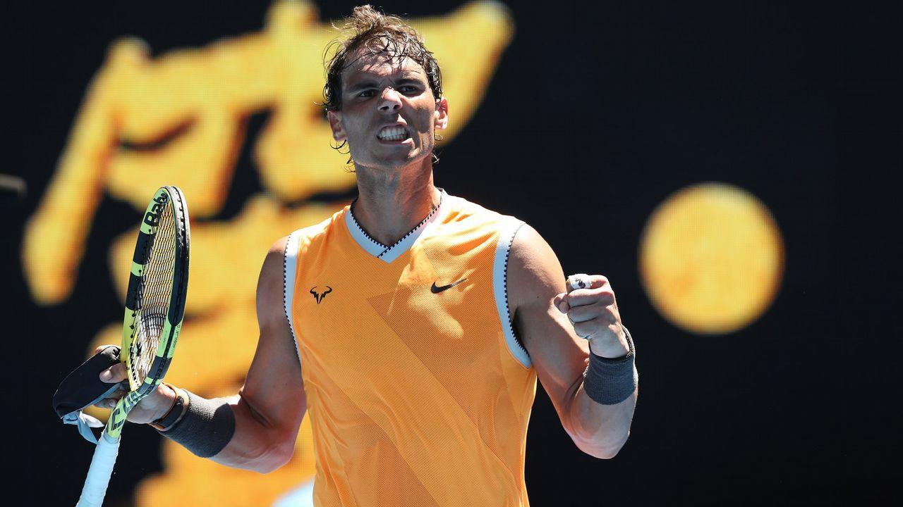 El tenista español Pablo Carreño en acción ante el italiano Luca Vanni durante un partido del Abierto de Australia disputado hoy en Melbourne