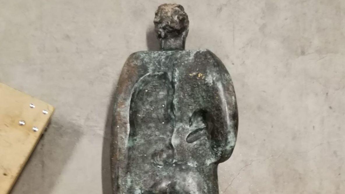 Escultura  Home , de Xosé Cid, desaparecida el 21 de abril y encontrada en Ourense