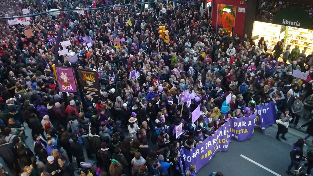 Aula de asturiano.Manifestación del 8-M en Gijón