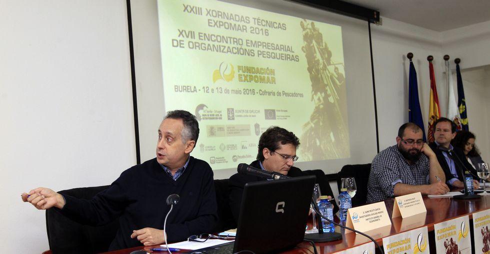 Xornadas Técnicas Expomaren Burela.A la izquierda, Jaime Mejuto, con los otros ponentes y el moderador, ayer, en los foros Expomar.