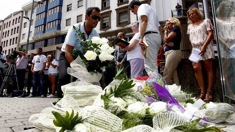 Homenajes a las víctimas del accidente de Spanair.El Estradense presentó ayer a sus patrocinadores, que ya figuran en la nueva equipación.
