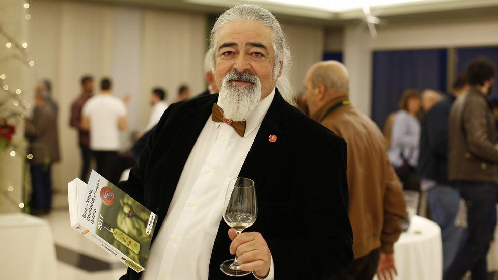Luis Paadin en la presentación de su Guía de Vinos