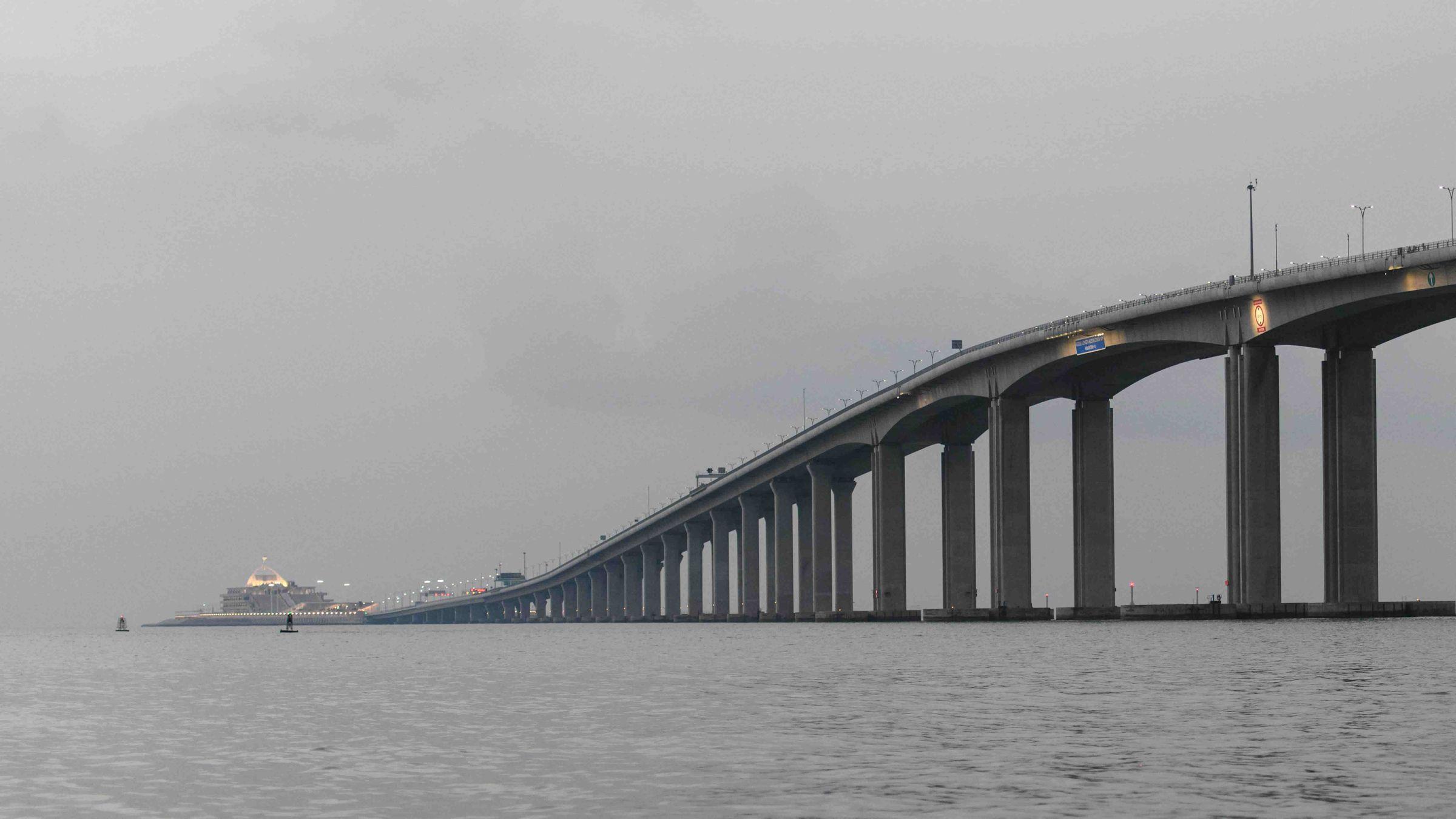 Las impresionantes cifras del mastodóntico puente chino.El alcalde asistió al inicio de la demolición y dijo que así se soluciona «un error histórico»
