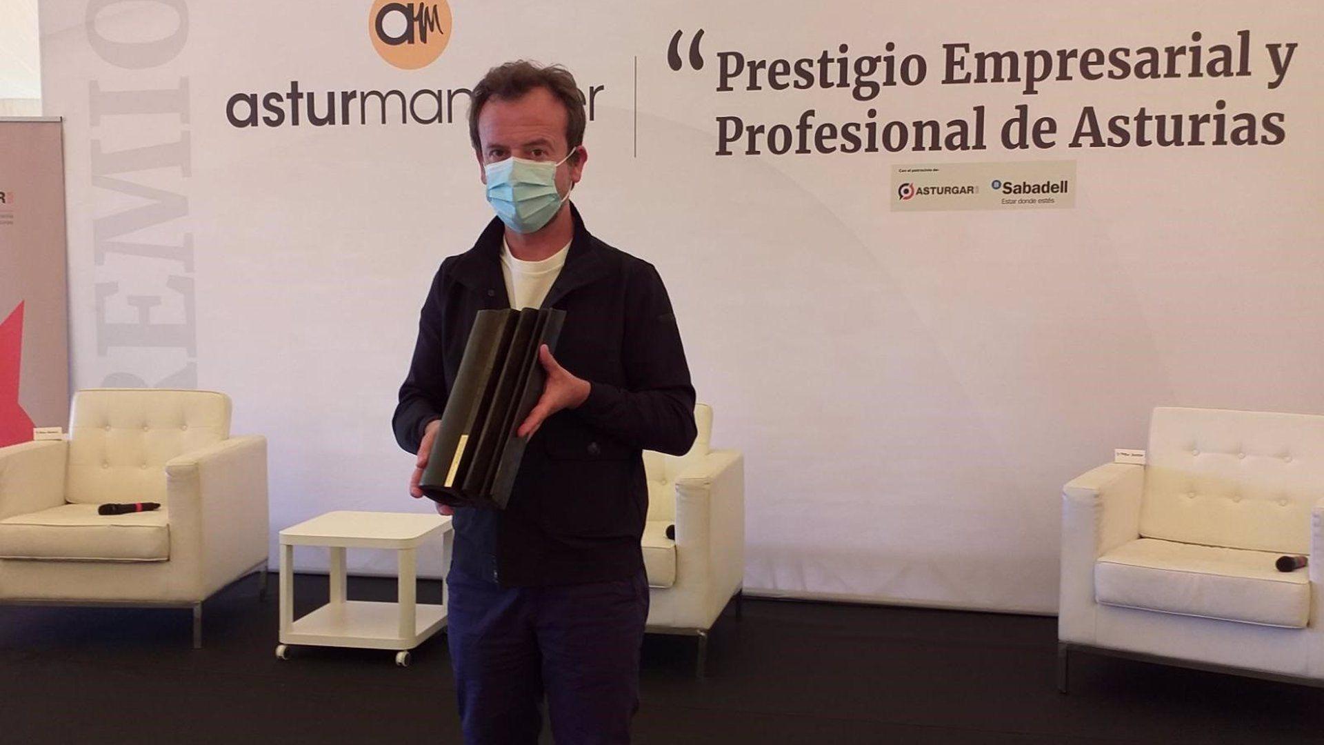 Nacho Manzano, chef asturiano con dos estrellas Michelin, recibe el galardón Asturmanager, en Gijón