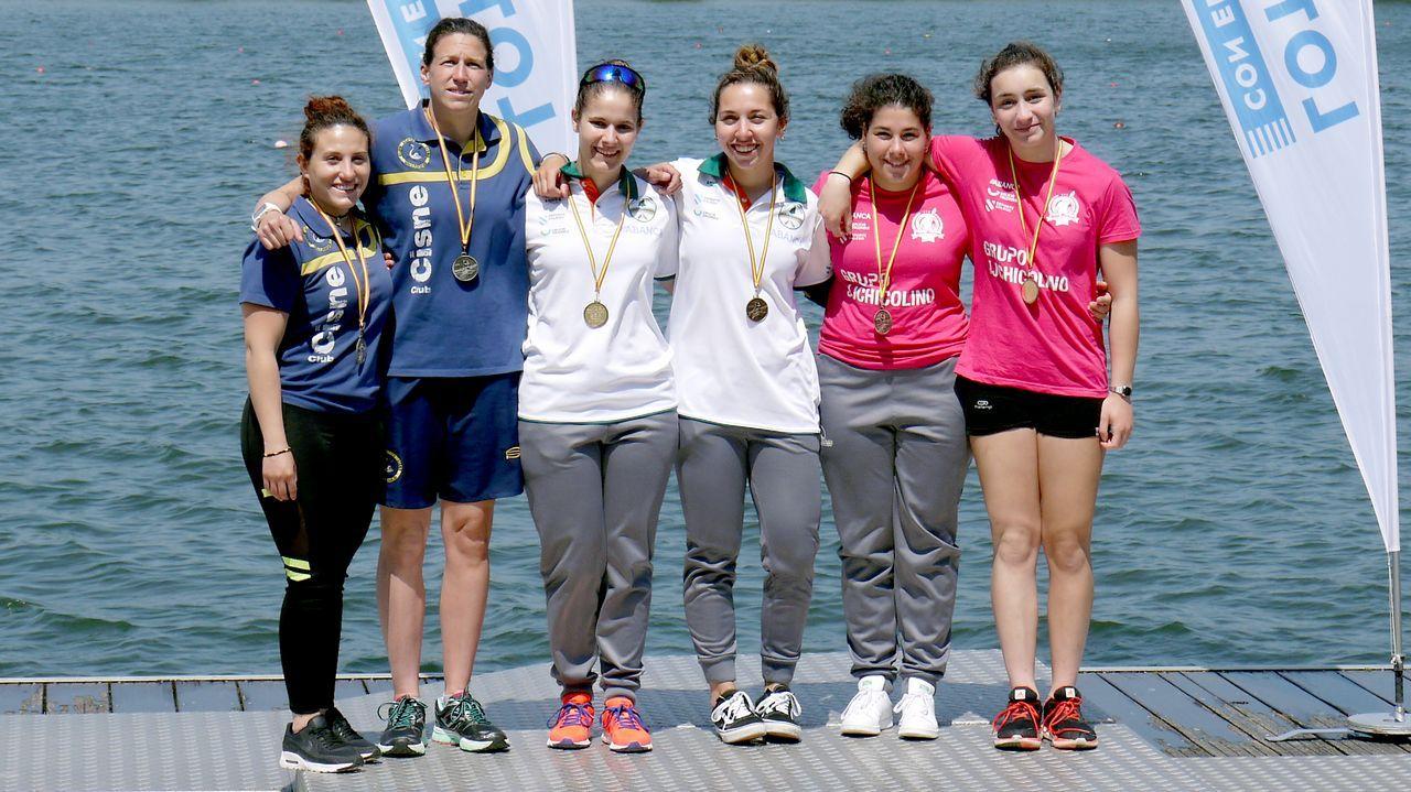 La final de Champions en imágenes.Linares remata un córner, con Forlín y Mossa delante, en el Oviedo-Lorca