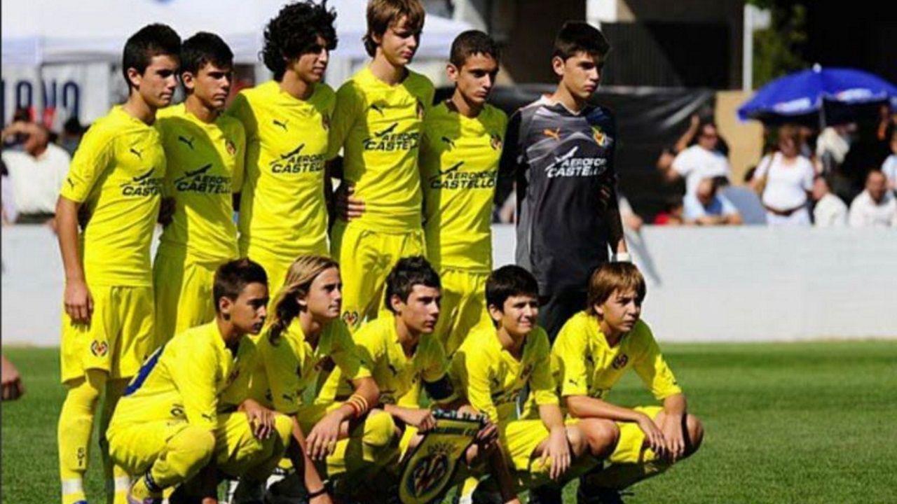 Brais Méndez, a la izquierda en la fila inferior, con el Infantil A durante su primera temporada en Villarreal