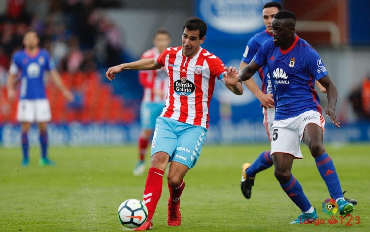 Mariga Lugo Real Oviedo.Mariga pugna por un esferico durante el Lugo - Real Oviedo